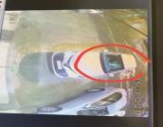 بالفيديو شخص يسرق سيارة نزل صاحبها للبقالة و هدد زوجته بالسلاح !!!!