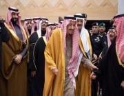 شاهد.. ابتسامة الملك سلمان في وجه الأمير متعب بن عبد الله تخطف أنظار الحاضرين