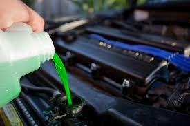 الفرق بين استخدام المياه العادية والخضراء والحمراء في ردياتير السيارة