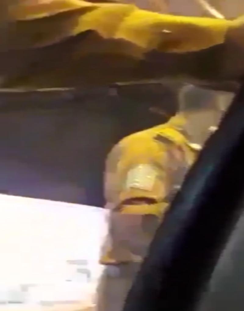 شرطة مكة المكرّمة تعلن توقيف سائق وزوجته وابنته بعد فيديو 《دق على عمتك》