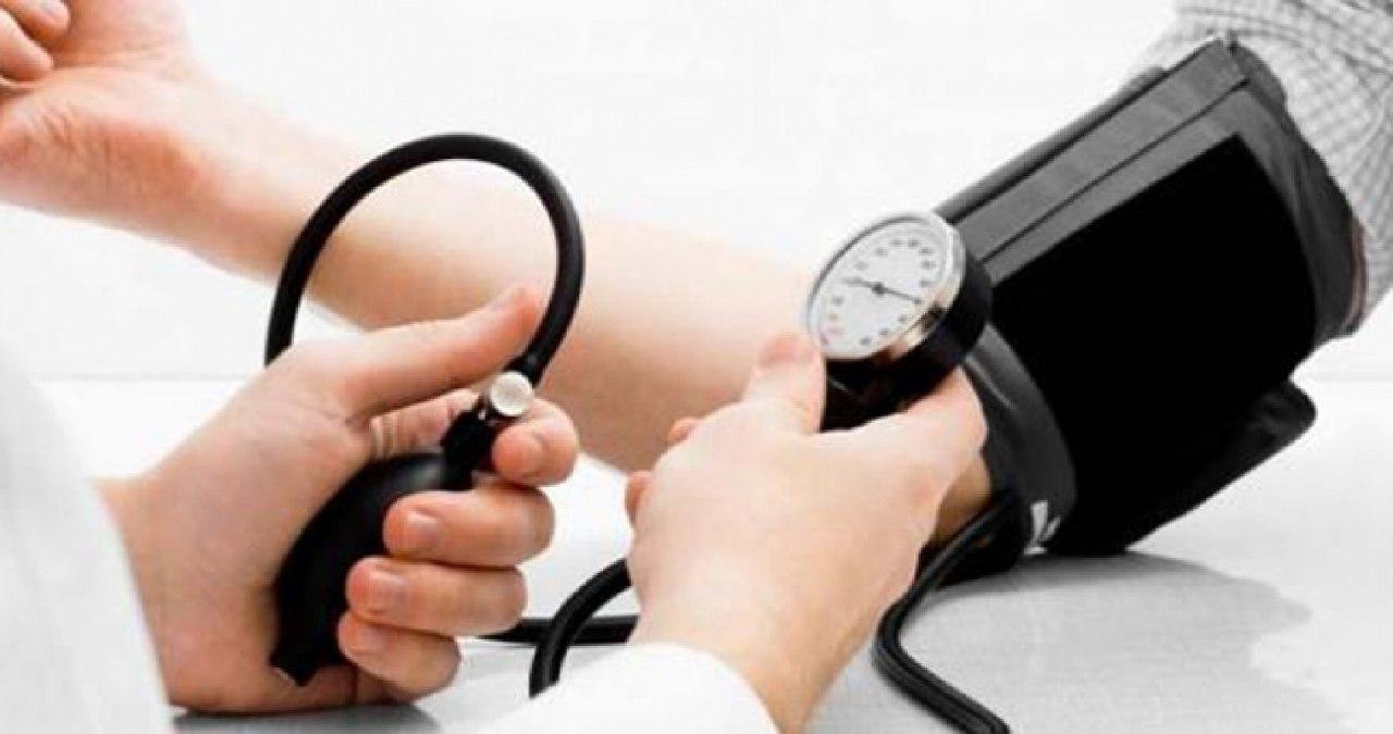 هل يمكن الشفاء من مرض الضغط؟.. «النمر» يُجيب