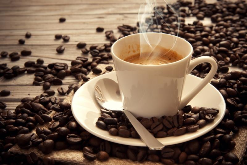 دراسة: شرب أقل من 6 فناجين قهوة يوميًّا آمن